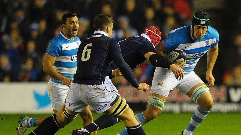 Argentina's lock Matias Alemanno (R) vies with Scotland's flanker Magnus Bradbury