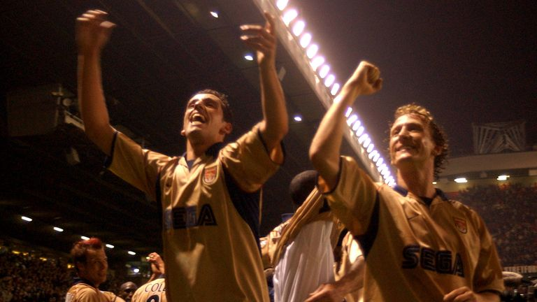 Ray Parlour (R) and Edu were part of the Arsenal side that won the title at Old Trafford in 202