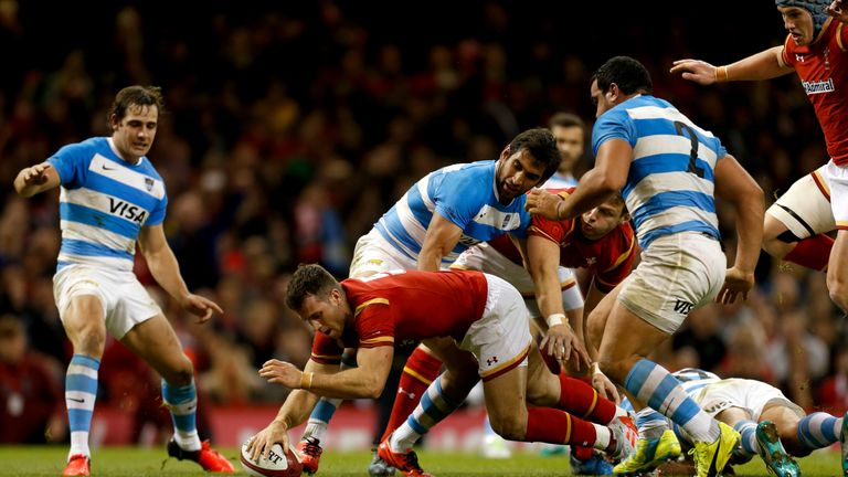 Scrum-half Gareth Davies scores Wales' second try
