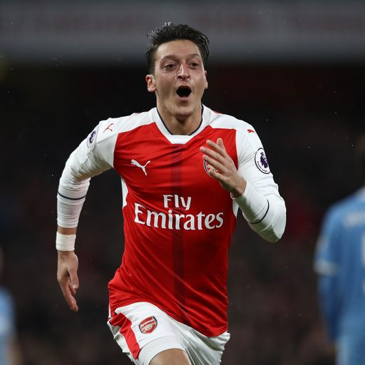 Arsenal go top with Stoke win
