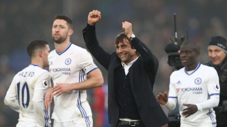 LONDON, ENGLAND - DECEMBER 17:  Antonio Conte, Manager of Chelsea (C) celebrates his sides win after the game during the Premier League match between Cryst