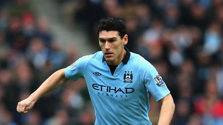 MANCHESTER, ENGLAND - DECEMBER 09:  Gareth Barry of Manchester City in action during the Barclays Premier League match between Manchester City and Manchest