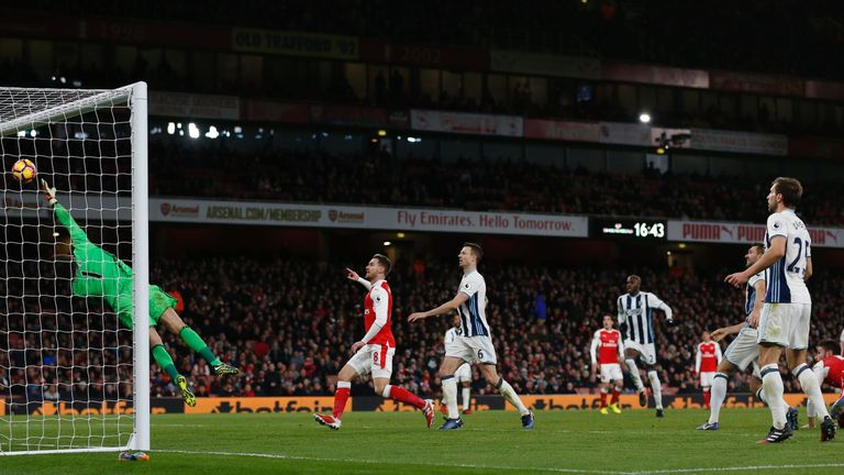 Arsenal's French striker Olivier Giroud (R) watches as West Bromwich Albion's English goalkeeper Ben Foster (L) cannot reach his header as Arsenal take the
