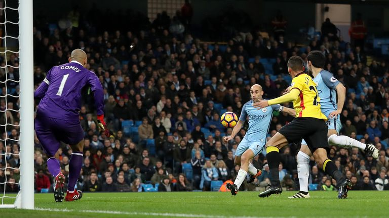 Pablo Zabaleta gives Man City the lead