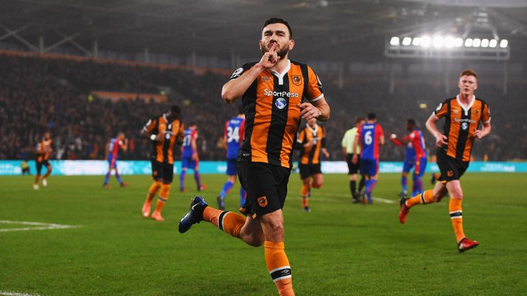 HULL, ENGLAND - DECEMBER 10:  Robert Snodgrass of Hull City celebrates as he scores the first goal from a penalty during the Premier League match between H