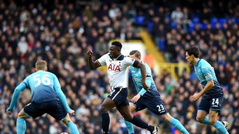 Victor Wanyama makes a driving run for Tottenham