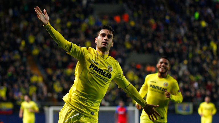 Villarreal's midfielder Manu Trigueros celebrates his goal against Steaua Bucharest