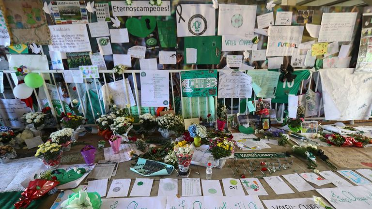 Tributes to the players of Brazilian team Chapecoense killed in the plane crash