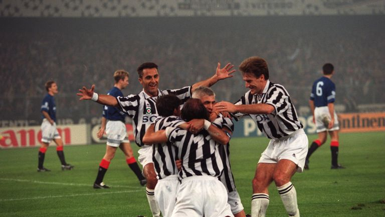 18 OCT 1995: JUVENTUS CELEBRATE TOGETHER AS THEY FURTHER THEIR LEAD AGAINST RANGERS IN THE CHAMPIONS LEAGUE.  FINAL SCORE: JUVENTUS 4 - 0 RANGERS.