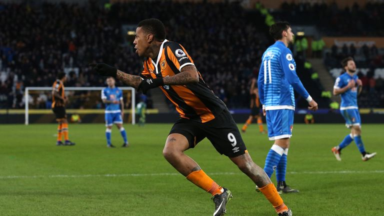 HULL, ENGLAND - JANUARY 14:  Abel Hernandez of Hull City celebrates scoring his sides second goal during the Premier League match between Hull City and AFC