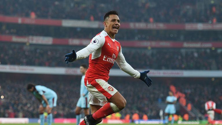Alexis Sanchez celebrates Arsenal's winning goal