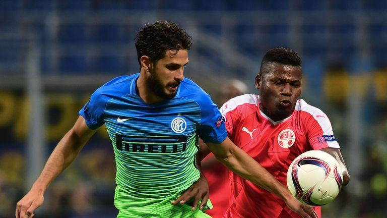 Hapoel Beer Sheva's Brasilian forward Lucio Maranhao (R) vies for the ball with Inter Milan's Italian defender Andrea Ranocchia during the Europa League fo