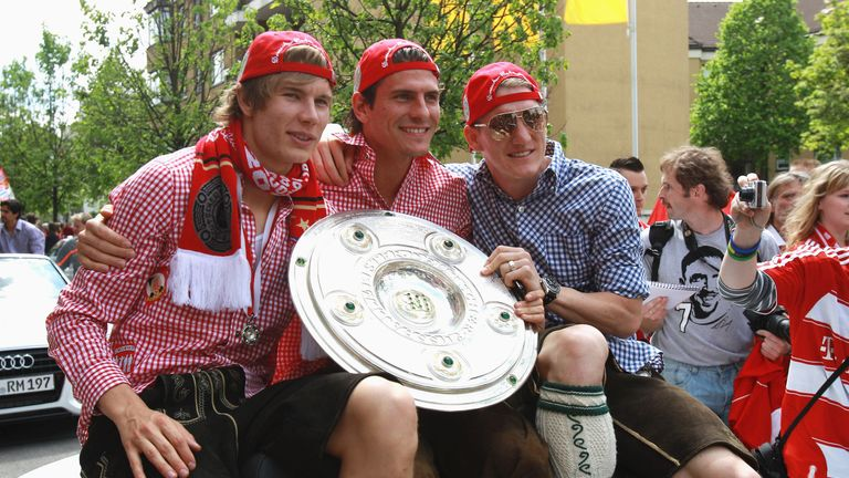 MUNICH, GERMANY - MAY 09:  Bastian Schweinsteiger (R) and his team mates Mario Gomez (C) and Holger B