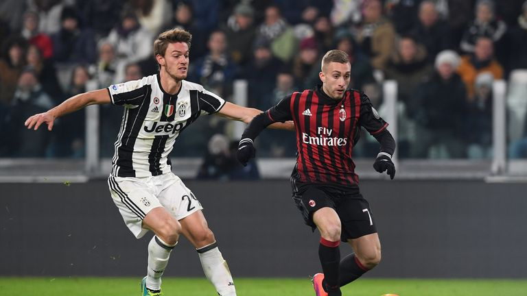TURIN, ITALY - JANUARY 25:  Daniele Rugani (L) of Juventus FC competes with Gerard Deulofeu of AC Milan during the TIM Cup match between Juventus FC and AC