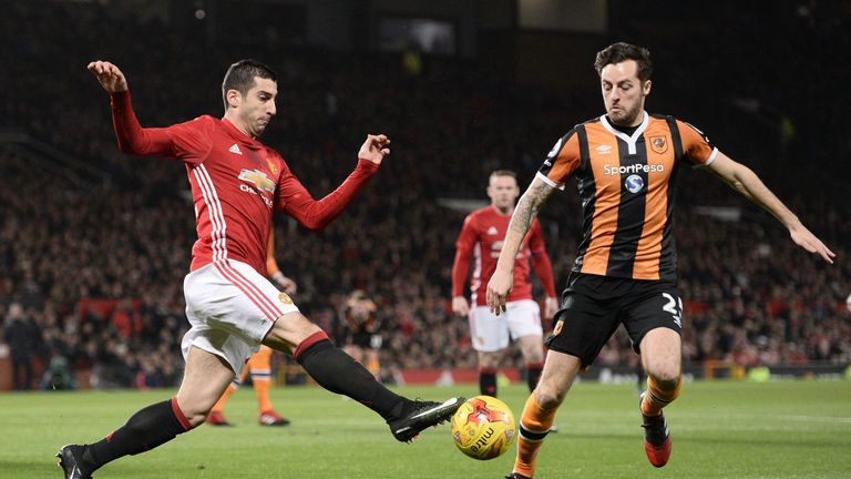 Manchester United's Henrikh Mkhitaryan (L) vies with Hull City's Ryan Mason