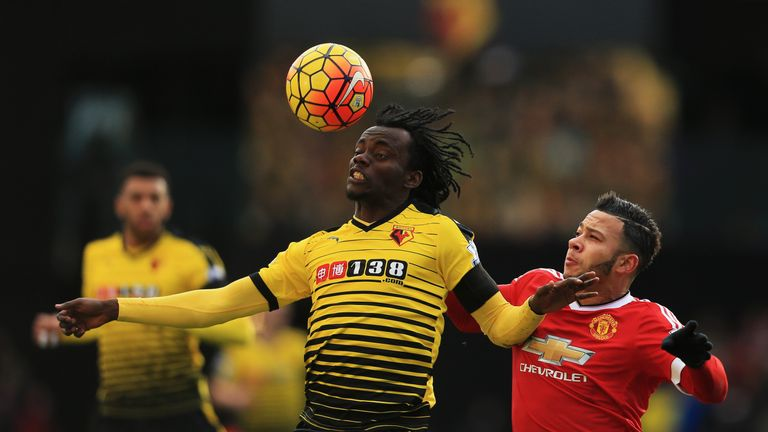 WATFORD, ENGLAND - NOVEMBER 21: Juan Carlos Paredes of Watford and Memphis Depay of Manchester United compete for the ball during the Barclays Premier Leag