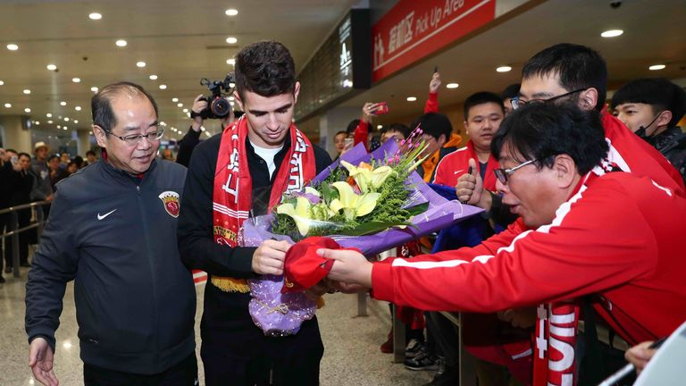 Oscar signs autographs for Shanghai SIPG fans as he arrives in China