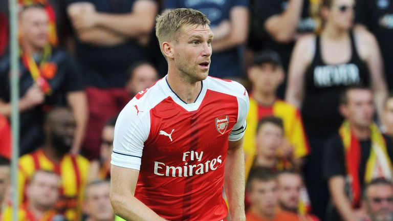 Per Mertesacker suffered a knee injury playing against Lens