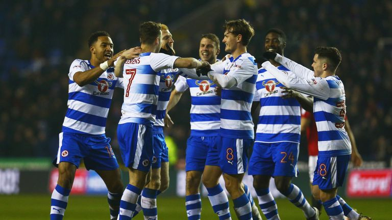 Roy Beerens of Reading (7) celebrates with team-mates as he scores their first goal during the Sky Bet Championship match v Fulham