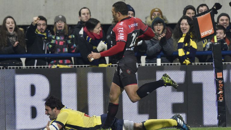 Remi Lamerat crosses for Clermont's fourth try against Toulon