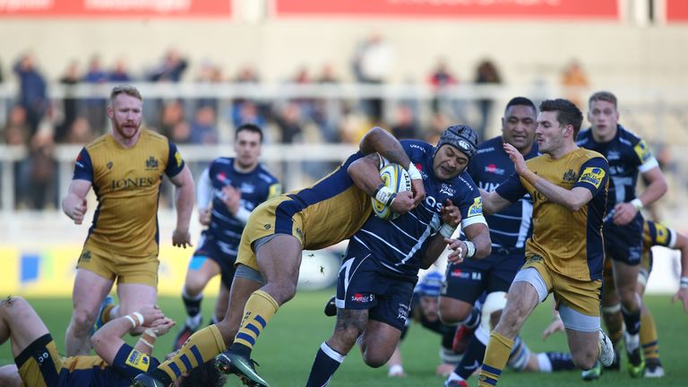 Sam Tuitupou breaks through the Bristol defence
