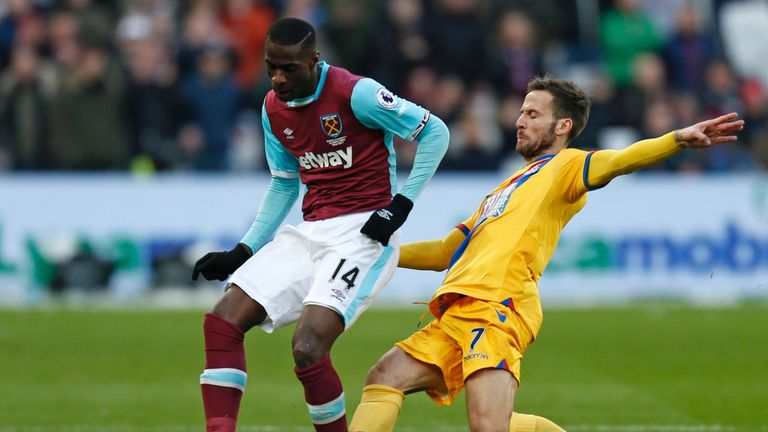 West Ham United's Pedro Obiang (L) is tackled by Yohan Cabaye