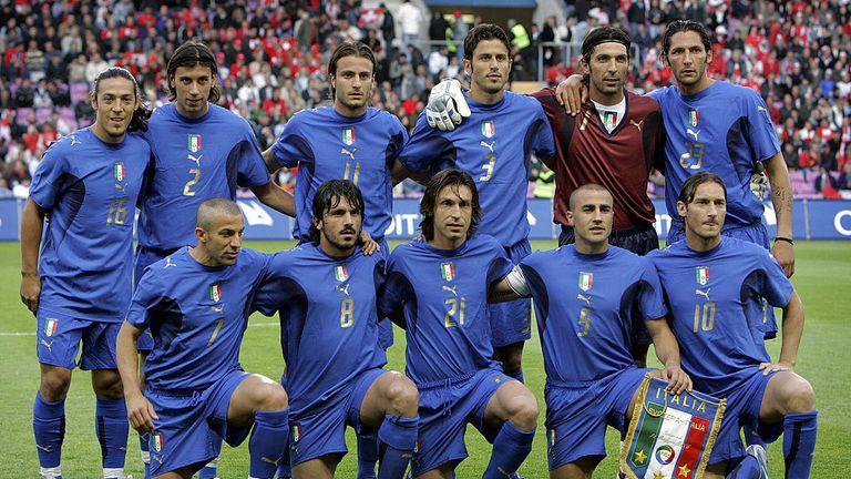 Geneva, SWITZERLAND:  Italy's national team ( back row, L-R) Mauro Camoranesi, Cristian Zaccardo, Alberto Gilardino, Fabio Grosso, Gianluigi Buffon and Mar