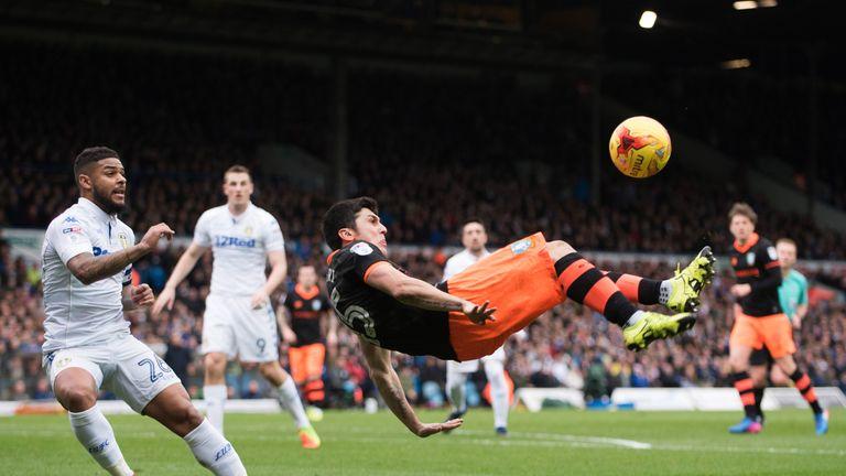 LEEDS, ENGLAND - FEBRUARY 25: Fernando Forestieri of Sheffield Wednesday attempts a over head kick during the Sky Bet Championship match between Leeds Unit