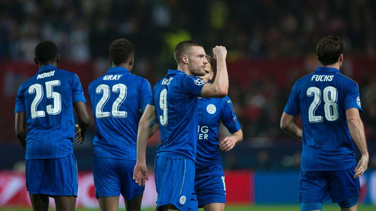Leicester City's Jamie Vardy (C) celebrates after scoring against Sevilla