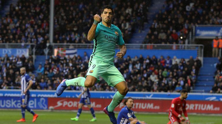 Luis Suarez celebrates after scoring against Alaves