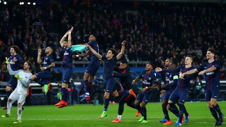 PARIS, FRANCE - FEBRUARY 14:  Paris Saint-Germain players celebrate victory after the UEFA Champions League Round of 16 first leg match between Paris Saint