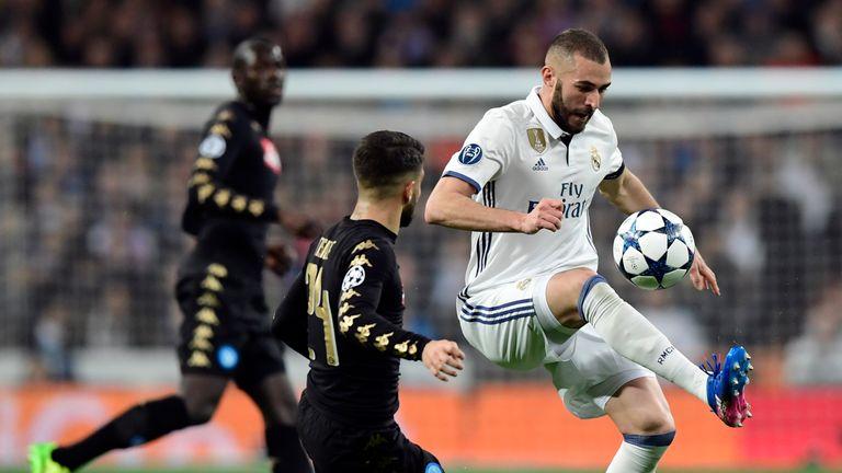 Karim Benzema keeps the ball for Real Madrid