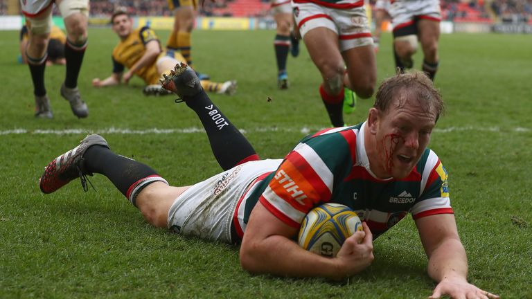 Pat Cilliers scores Leicester's first try