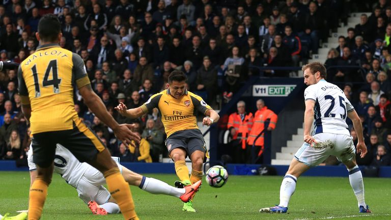 Arsenal's Chilean striker Alexis Sanchez (C) shoots and scores during the English Premier League football match between West Bromwich Albion and Arsenal at