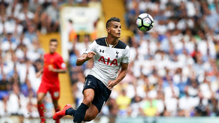 Erik Lamela keeps his eye on the ball during the Premier League match between Tottenham Hotspur and Liverpool