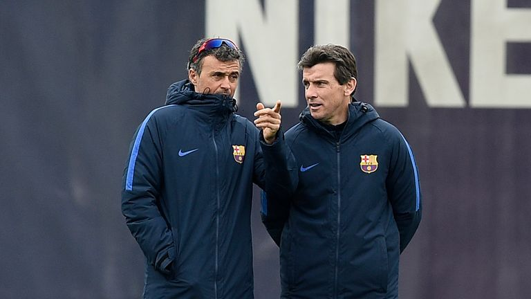 Barcelona's coach Luis Enrique (L) chats with Barcelona's second coach Juan Carlos Unzue
