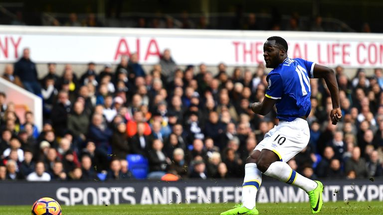 Romelu Lukaku halved the deficit for Everton with nine minutes remaining