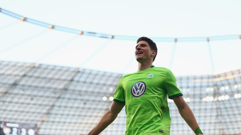 Mario Gomez will stay with Wolfsburg after a tough season