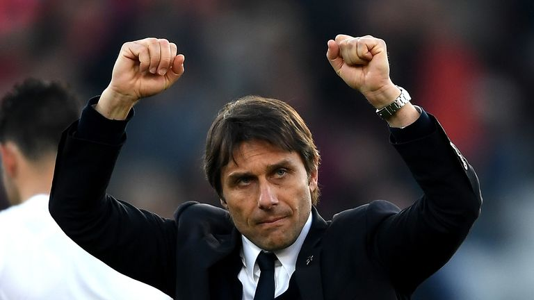 BOURNEMOUTH, ENGLAND - APRIL 08:  Antonio Conte, Manager of Chelsea shows appreciation to the fans after the Premier League match between AFC Bournemouth a