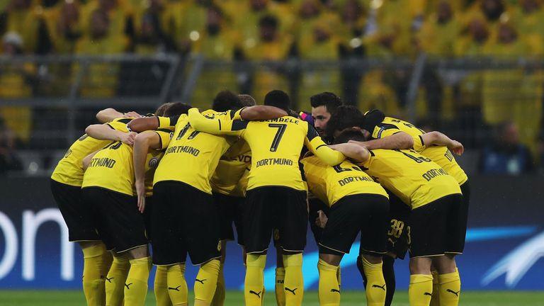 Borussia Dortmund players show unity before kick-off