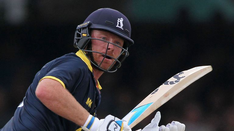 Ian Bell hit a hundred but it could prevent Warwickshire from another defeat