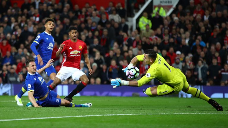MANCHESTER, ENGLAND - APRIL 04: Joel Robles of Everton (R) saves Marcus Rashford of Manchester United (L) shot during the Premier League match between Manc