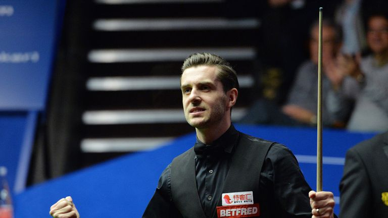 Mark Selby remains on course to defend his China Open title
