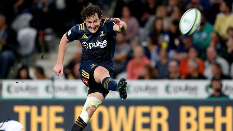 Highlanders fly-half Marty Banks has signed for Benetton in an eye-catching transfer