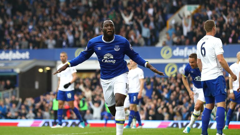 LIVERPOOL, ENGLAND - APRIL 09:  Romelu Lukaku of Everton celebrates scoring his team's fourth goal during the Premier League match between Everton and Leic
