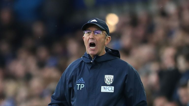 LIVERPOOL, ENGLAND - MARCH 11:  Tony Pulis manager of West Bromwich Albion shouts during the Premier League match between Everton and West Bromwich Albion