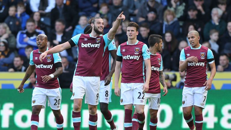 HULL, ENGLAND - APRIL 01: Andy Carroll of West Ham United celebrates scoring his sides first goal during the Premier League match between Hull City and Wes