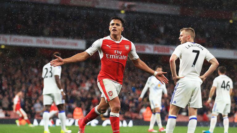 Alexis Sanchez celebrates his goal against Sunderland at the Emirates Stadium