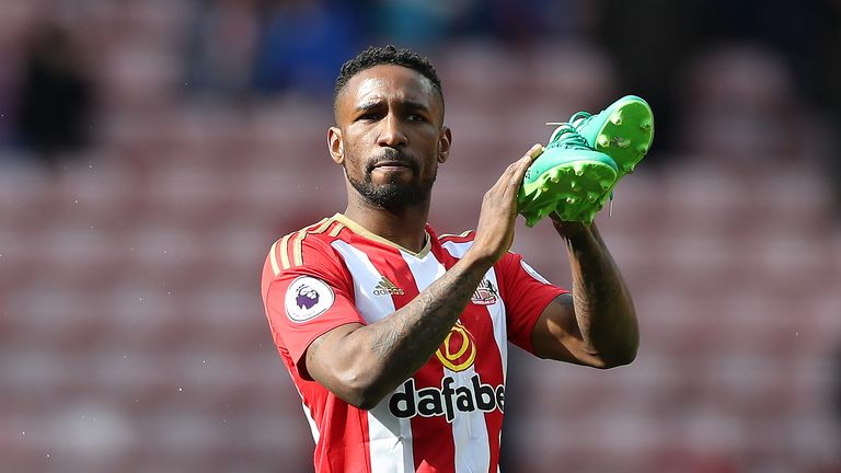 Defoe's Sunderland contract includes a clause allowing him to leave for nothing, following the club's relegation