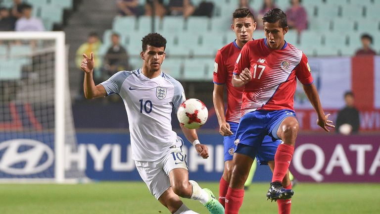 Dominic Solanke battles for possession with Costa Rica's Esteban Espinoza during the U20 World Cup